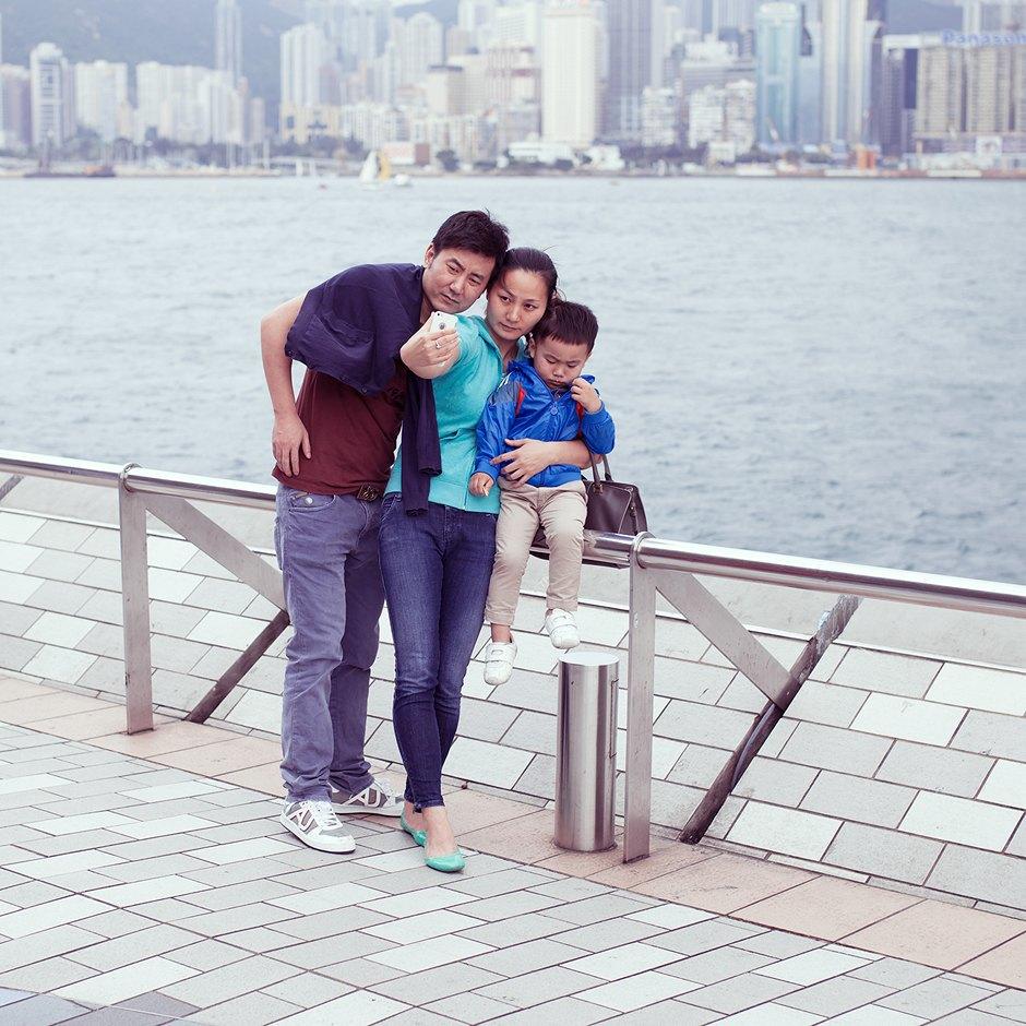 «Self Promenade»: Любители селфи в Гонконге. Изображение № 9.