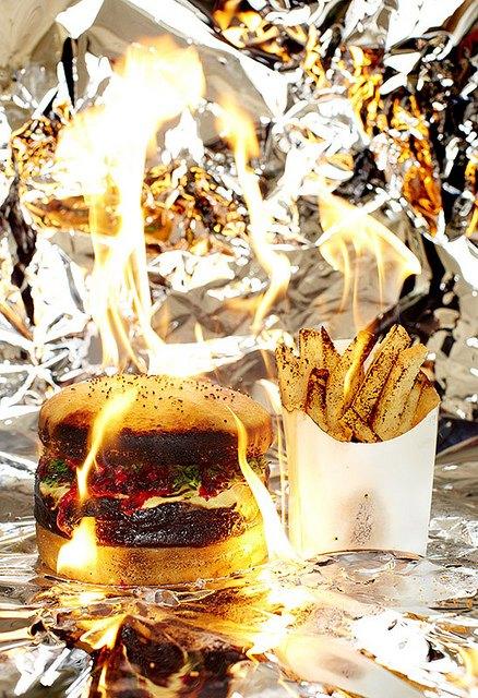 Фотограф изобразил процесс сжигания калорий буквально. Изображение № 1.