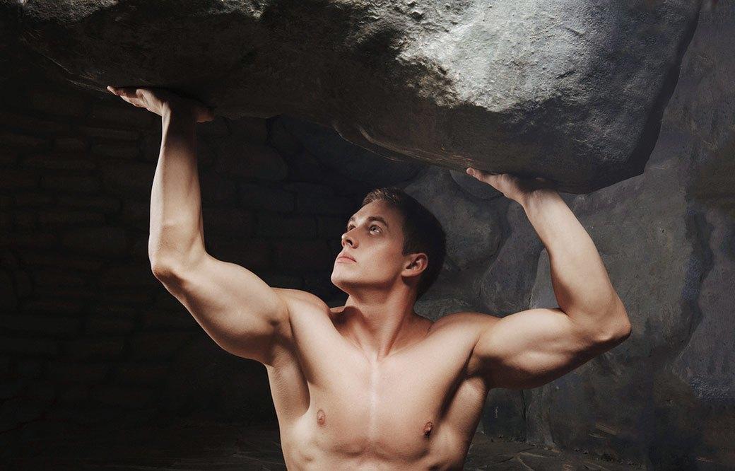 Если бы не мужчина, всё давно бы рухнуло. К счастью, он достаточно мускулист, чтобы выдержать любое бремя. Изображение № 3.
