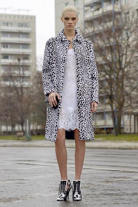 С чем носить  платья-комбинации:  8 модных образов. Изображение № 15.