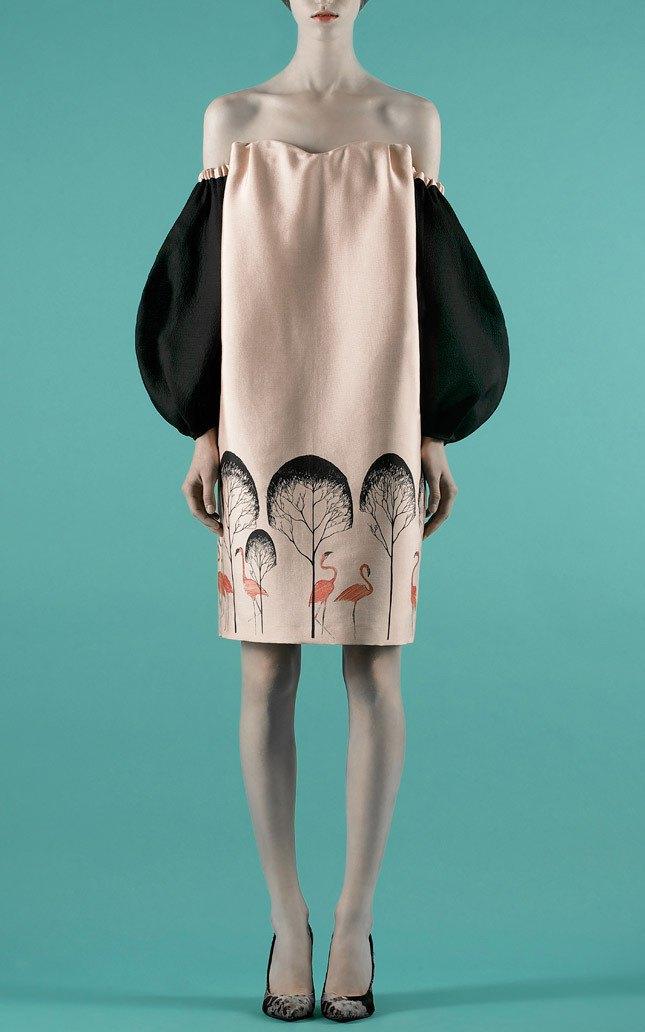 Шелковые пальто и платья с фламинго в новом лукбуке Vika Gazinskaya. Изображение № 1.