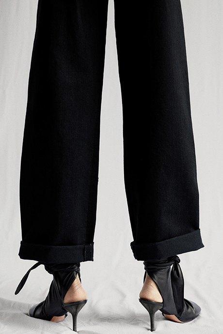 Новый лукбук Céline: Меховая обувь и идеальные костюмы. Изображение № 8.