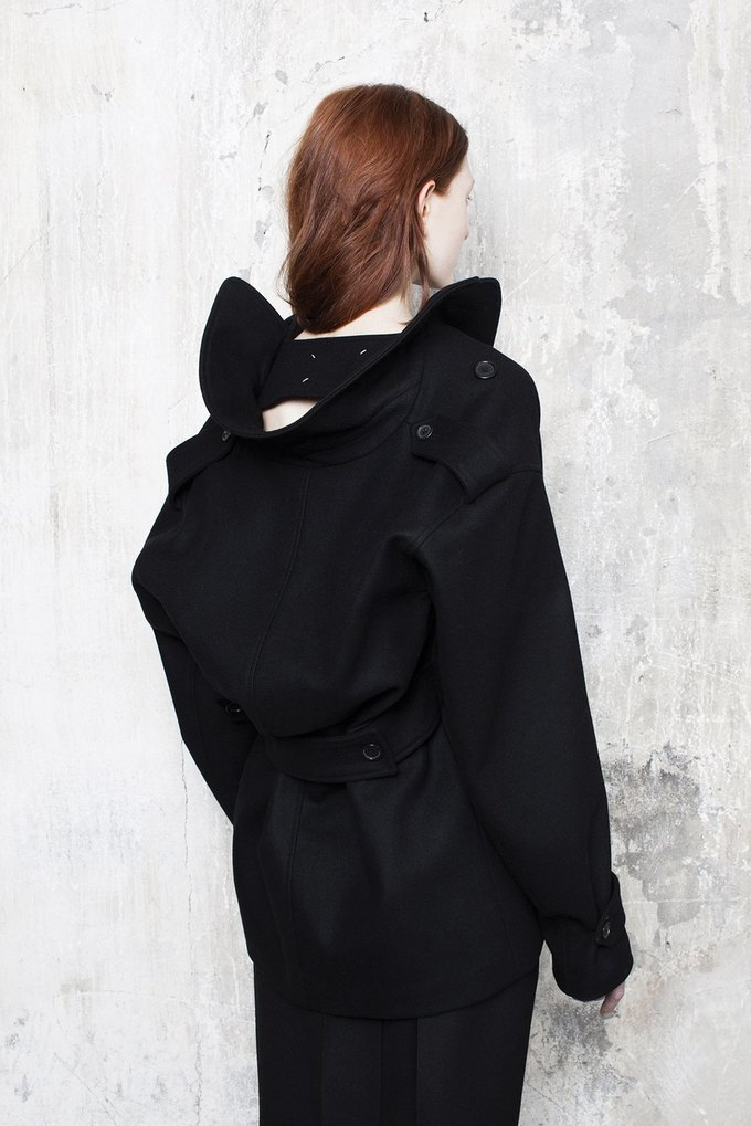 Объемная верхняя одежда в коллекции Maison Martin Margiela. Изображение № 4.