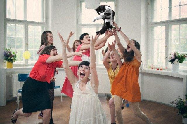 Блог Brides Throwing Cats про невест и летающих кошек. Изображение № 10.