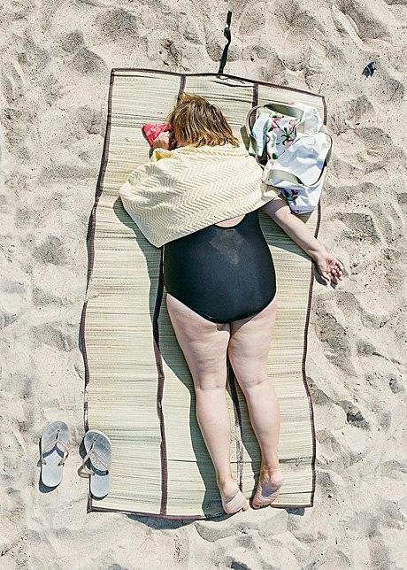 «Зона комфорта»:  Расслабленные люди на пляже. Изображение № 7.