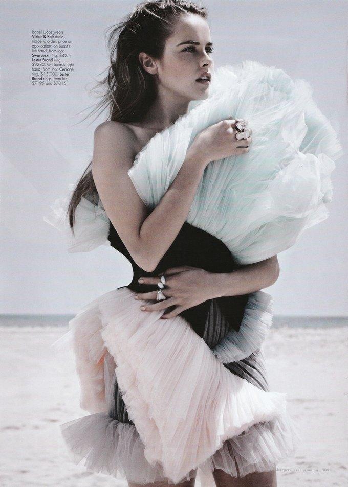 Платье Viktor & Rolf SS 2011 в съемке Изабель Лукас. Изображение № 1.