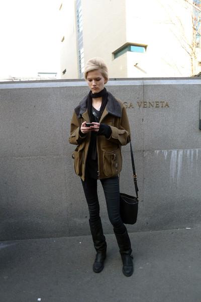 Изображение 20. Milan Fashion Week: день третий – луки.. Изображение № 3.