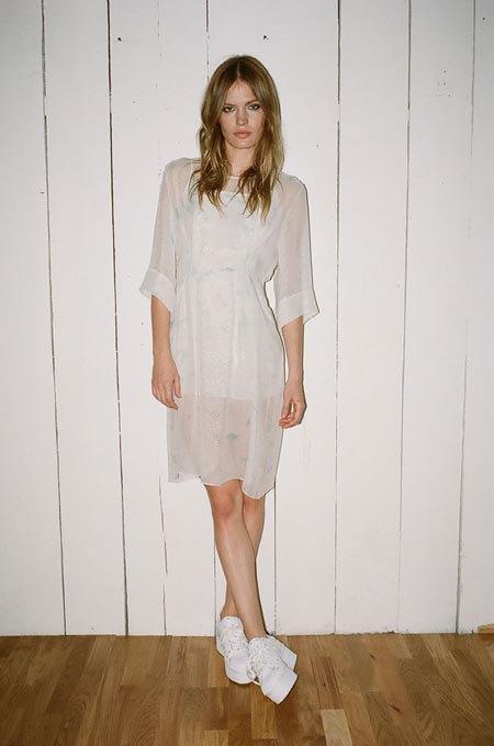 Пижамы, комбинации и халаты в новой коллекции Walk of Shame. Изображение № 21.