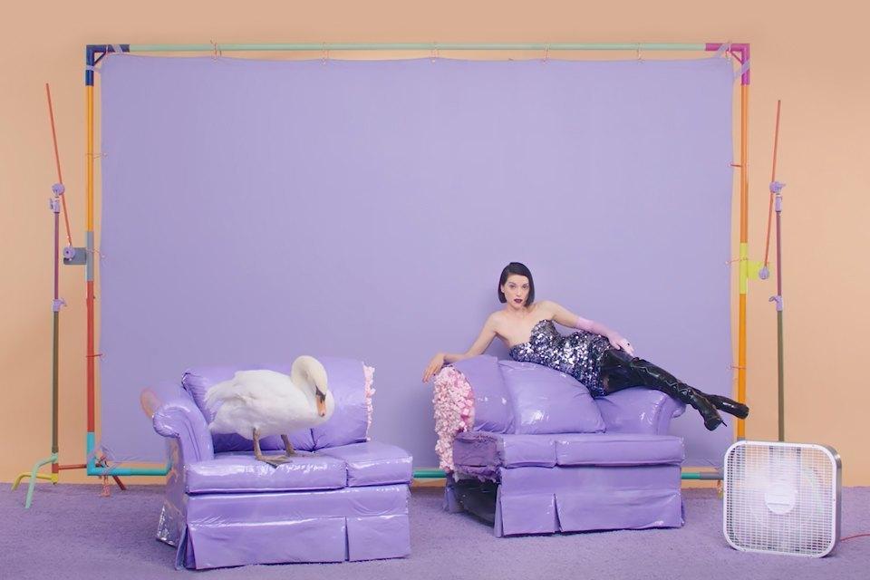 Модернистские интерьеры в клипе St. Vincent «New York». Изображение № 5.