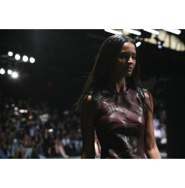 Тёмные силы: 10 чернокожих моделей. Изображение № 29.