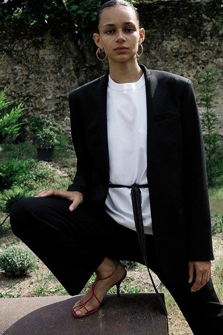 Новый лукбук Céline: Меховая обувь и идеальные костюмы. Изображение № 17.
