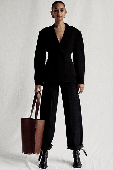 Новый лукбук Céline: Меховая обувь и идеальные костюмы. Изображение № 15.