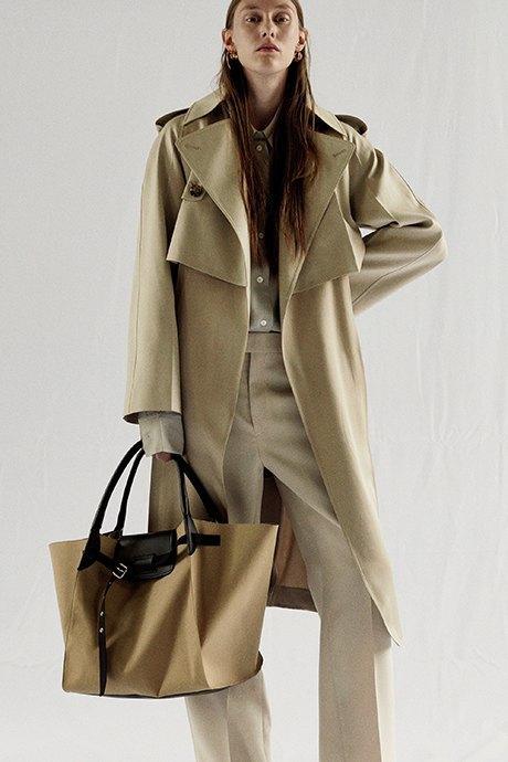 Новый лукбук Céline: Меховая обувь и идеальные костюмы. Изображение № 10.