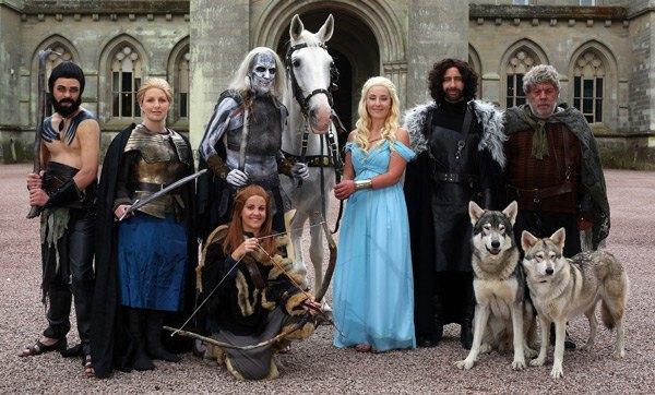 Британская пара поженилась в стиле «Игры престолов». Изображение № 1.
