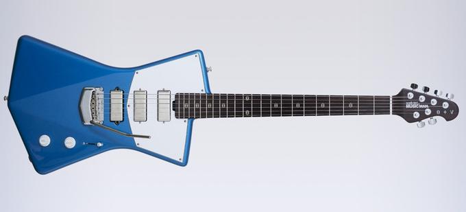 St. Vincent разработала дизайн гитары, удобной  для женской груди. Изображение № 4.
