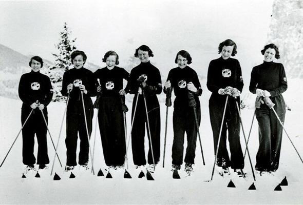Форменный стиль: Лыжники, скейтеры, черлидерши и другие законодатели моды. Изображение № 44.