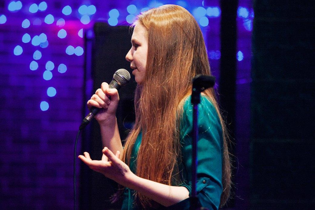 «Потому что я ей вмазал»: О чём шутят на открытых микрофонах. Изображение № 8.