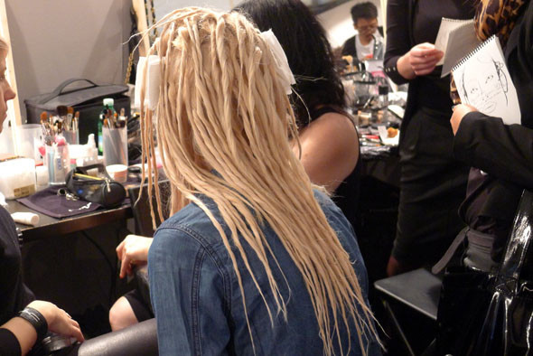 Milan Fashion Week: Репортаж с бэкстейджей Max Mara и Moschino. Изображение № 5.