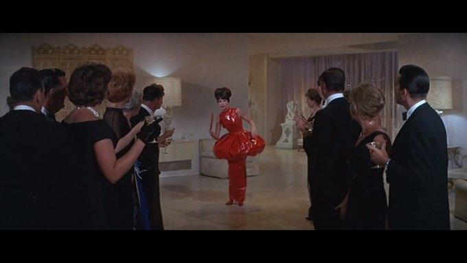 Что можно узнать о стиле  из комедии 60-х  «Что за путь!». Изображение № 17.