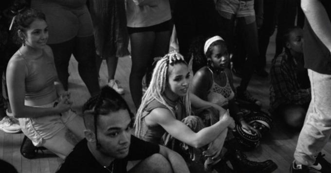 FKA twigs выложила документалку о своём танцевальном проекте. Изображение № 1.