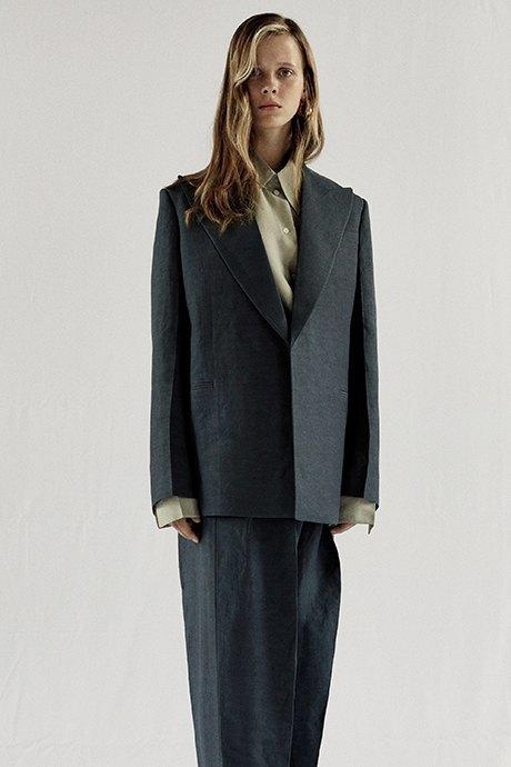 Новый лукбук Céline: Меховая обувь и идеальные костюмы. Изображение № 5.