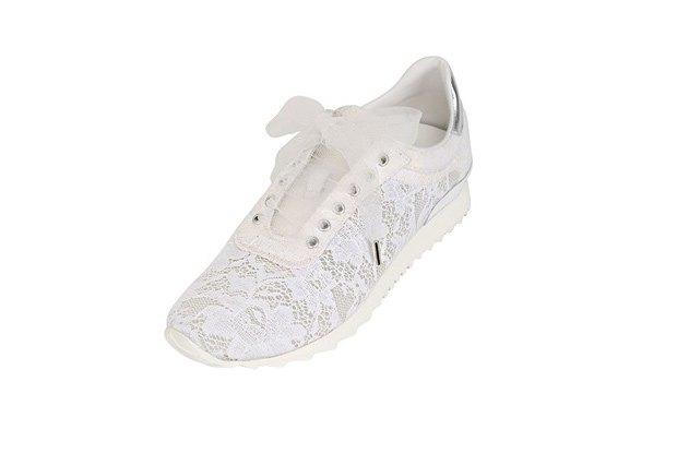 По следам Chanel: Luisa Via Roma и Casadei сделали кружевные кроссовки. Изображение № 3.