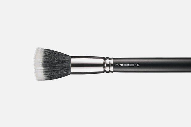 Робочі інструменти: 10 необхідних кистей для макіяжу.  Зображення № 1.
