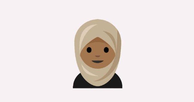 В клавиатуре эмодзи появится изображение женщины в хиджабе. Изображение № 1.