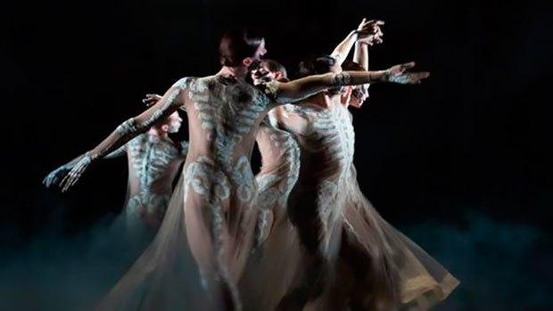 От Шанель до Тиши: Театральные костюмы модных дизайнеров. Изображение № 11.