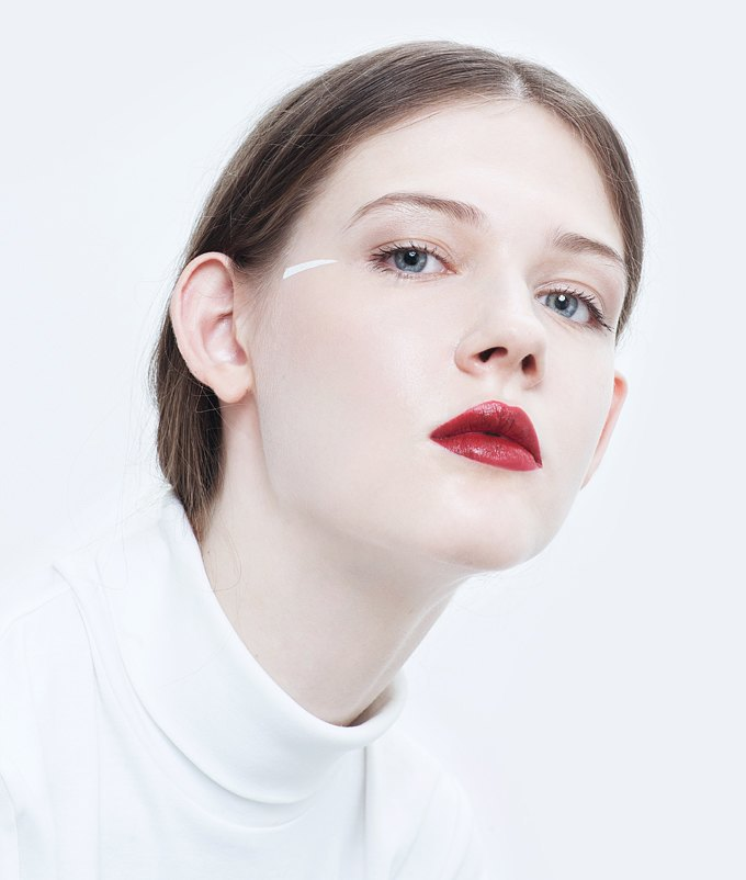 Эксперименты  с макияжем: Графичные акценты на лице. Изображение № 2.