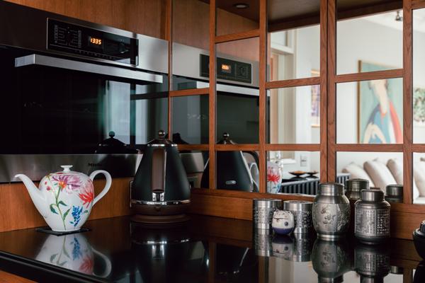 Дизайнер Linen Sky Инга Иванова у себя в гостиной. Изображение № 13.