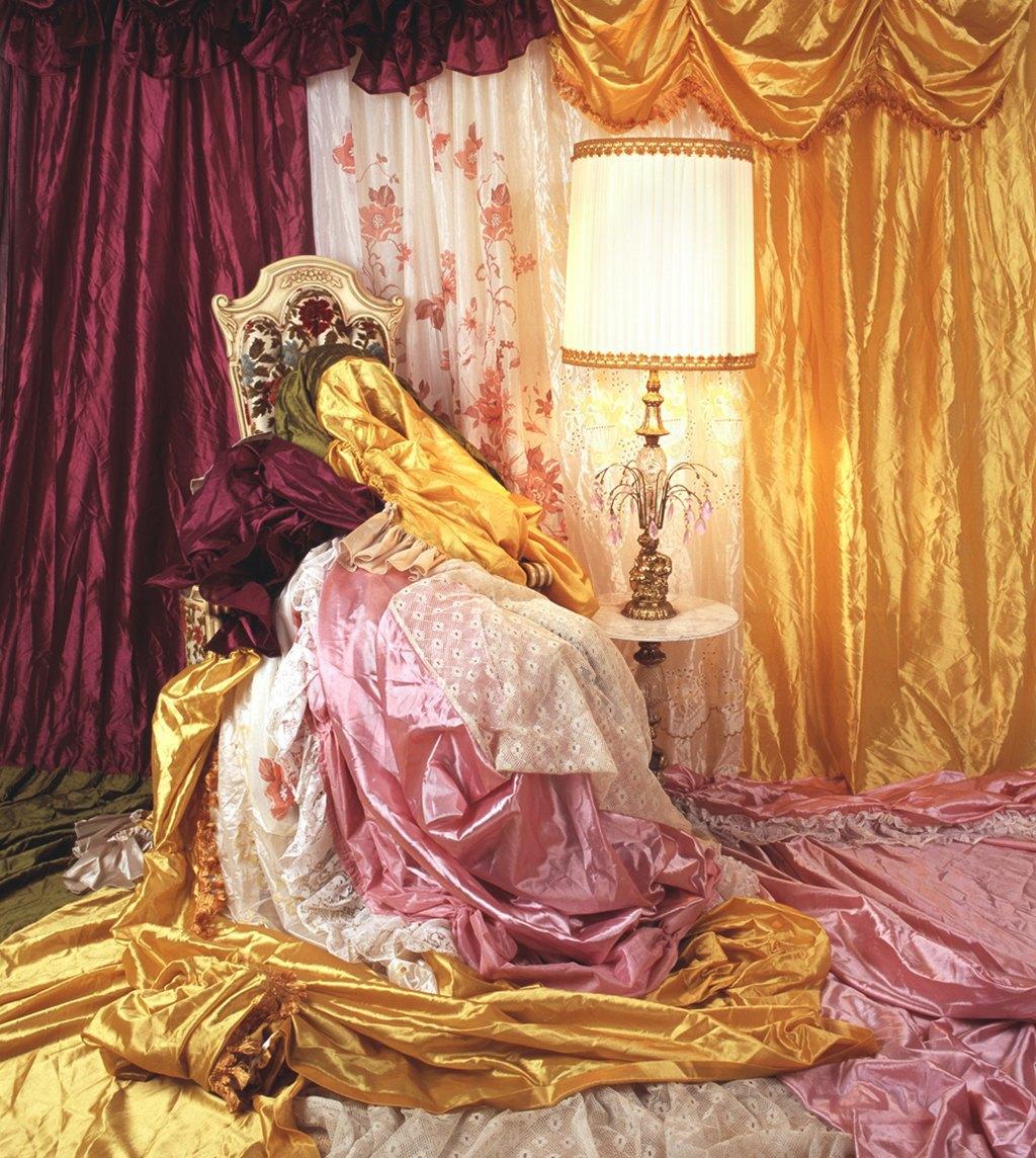 «Задрапированные»:  Женщины, поглощенные домом. Изображение № 11.