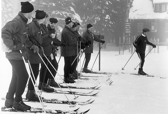 Форменный стиль: Лыжники, скейтеры, черлидерши и другие законодатели моды. Изображение № 45.