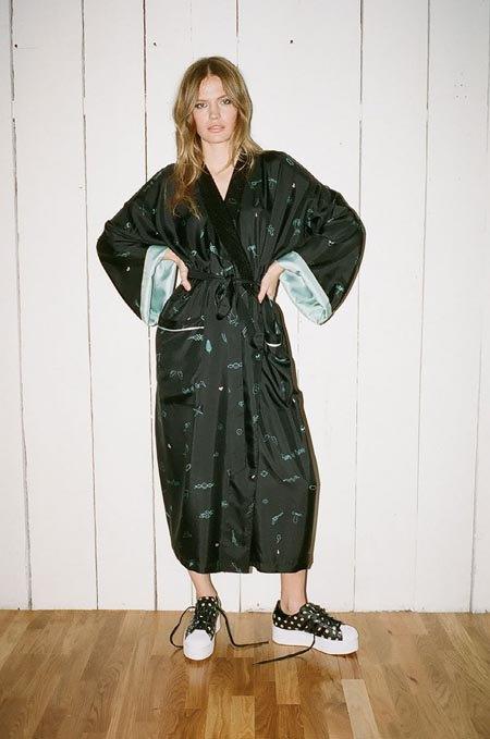 Пижамы, комбинации и халаты в новой коллекции Walk of Shame. Изображение № 31.