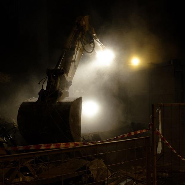 Возвращение длинных ковшей: Как прошла вторая волна сносов самостроя в Москве — Фоторепортаж на The Village