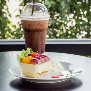 Кафе Garden, «AC/DC в Тбилиси» и Prawns, киоск Fruit Bar и второе «Бутербро» — Открытия недели на The Village