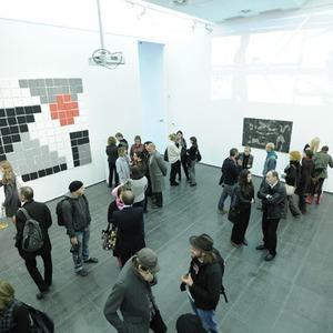 В Центре современного искусства «М17» провели эксперимент с мастерами инсталляций — Ситуация на The Village