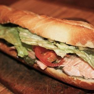 Багет с лососем, креветками и песто — Рецепты читателей на The Village