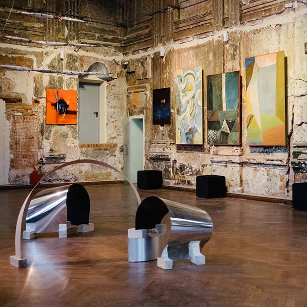 «Отвлечение от реальности»: выставка московского объединения художников «Арт-бокс» — Гид The Village на The Village