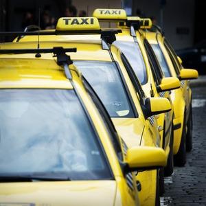 Власти разработали новый порядок работы такси — Ситуация на The Village