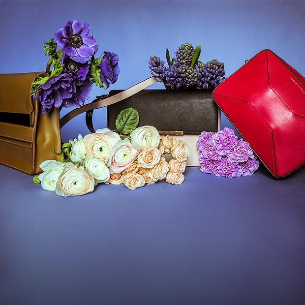 Яркие цветы и сумки