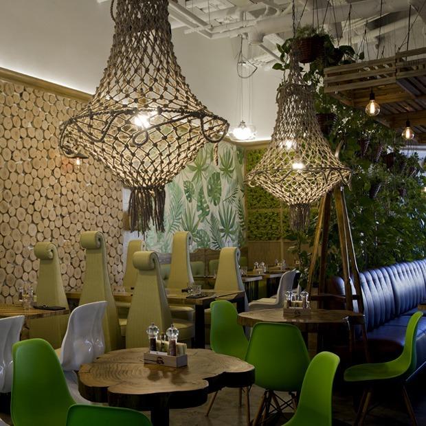 Стабилизированный мох и эко-эклектика в новом кафе осознанного питания в «Гринвиче» — Место на The Village