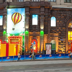 Магазины терпят убытки из-за запрета парковки на Тверской — Ситуация на The Village