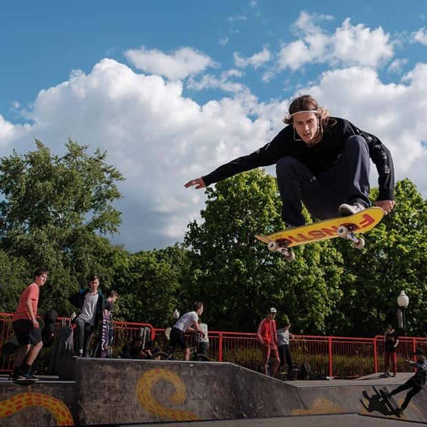 Вечеринка на корабле, скейт-контест и ностальгический шабаш в «Рок-баре» — Выходные в городе на The Village