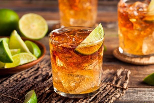 Квас, аджика и локальные травы: Рецепты новых коктейлей с виски — Рецепты шефов на The Village
