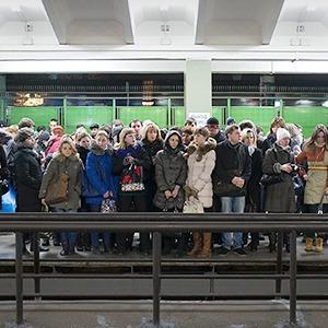 Фоторепортаж: Час пик на станции «Выхино» — Фоторепортаж на The Village