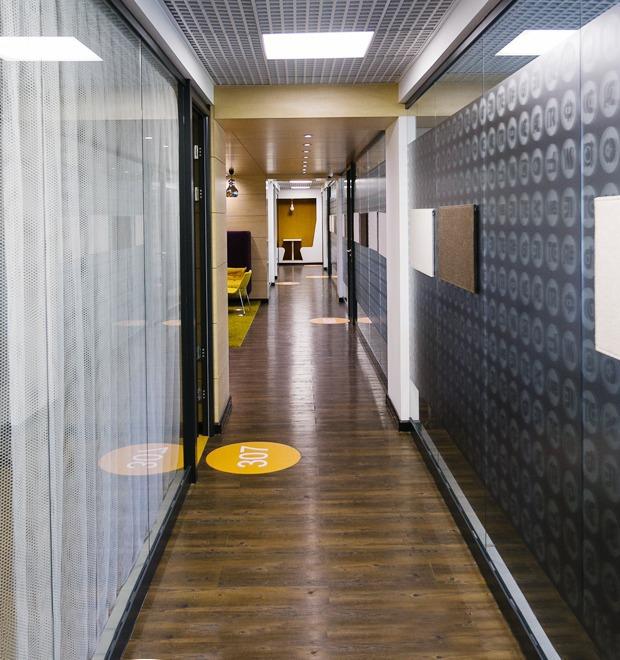 Интерьер недели (Петербург): Офис IT-компании JetBrains — Интерьер недели на The Village