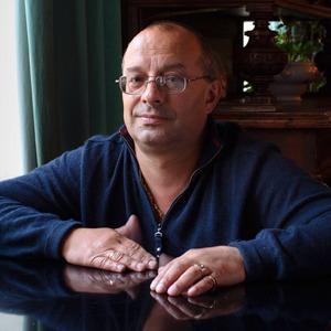 Охранник кафе «Маяк» о драках, политике и повадках московской интеллигенции — Город на The Village