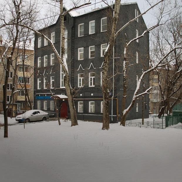 Дом на «Бауманской», который жильцы перекрасили в черный  — Дом, в котором на The Village
