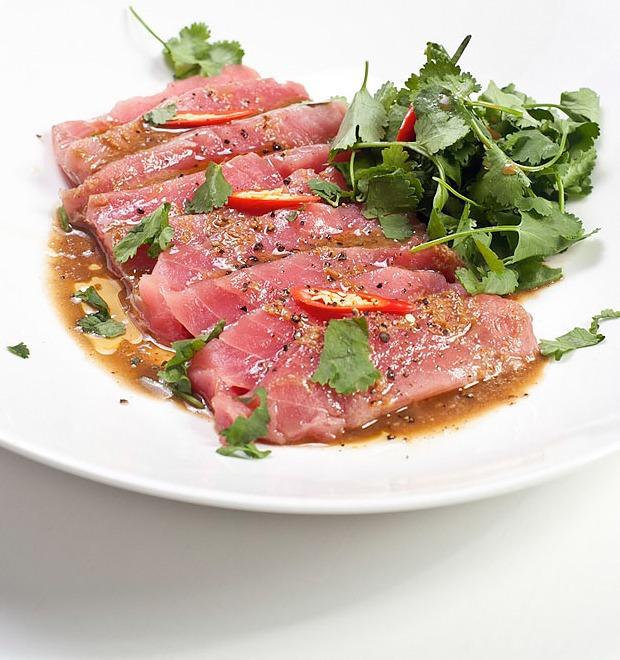 Шеф дома: Том ям и сашими из тунца Геннадия Иозефавичуса